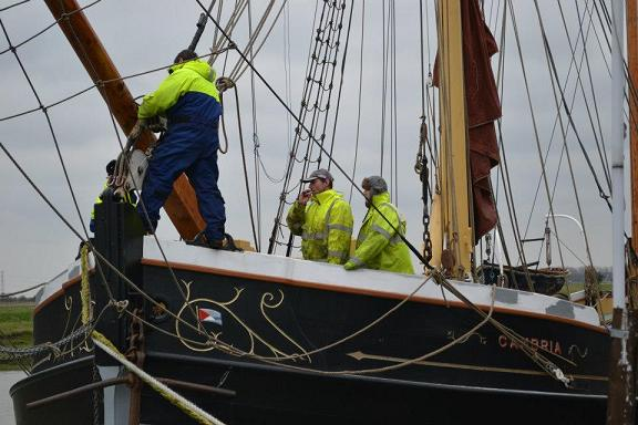 Re-rigging Cambria in March 2013. Photo by Dave Brooks