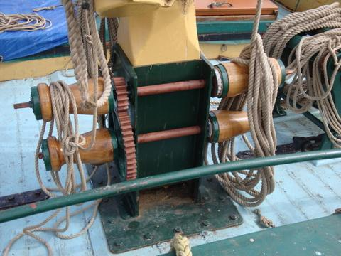 Winch drum assembly